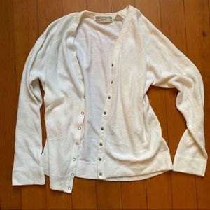 Vintage white cardigan with snaps